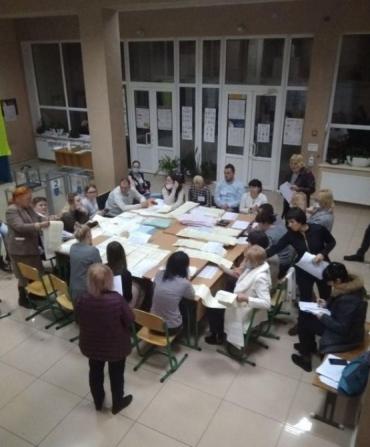 В Ужгороді об'єми роздачі грошей в останній тиждень перед виборами вражають!