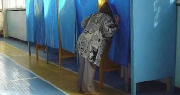 На Закарпатті правоохоронці розслідують підкуп виборців, незаконні дії з бюлетенями та протоколами