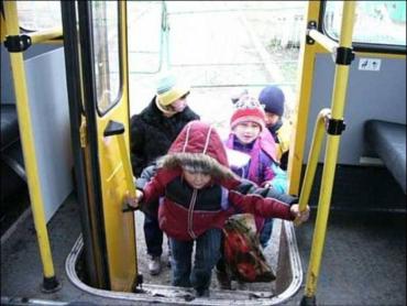 Ужгород. Передвиборчий цинізм та піар мера Андріїва на дітях-школярах!