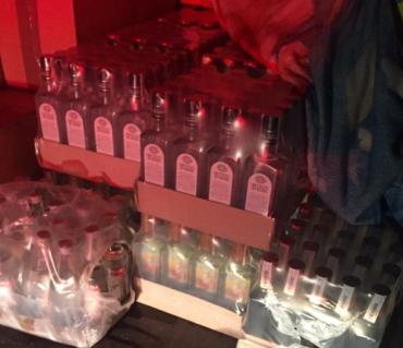 В Закарпатті на дорозі зупинили велику партію контрафактного алкоголю та тютюну