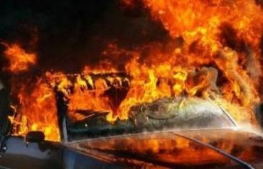 Легковик спалахнув вогняним стовпом у закарпатському Мукачево