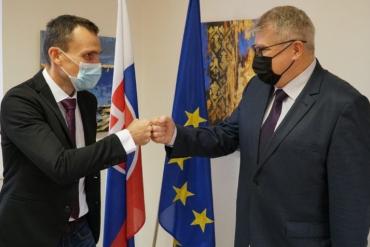 """Все смены на МП """"Ужгород"""" ежесуточно принимают со Словакии по 100 грузовиков (ФОТО)"""