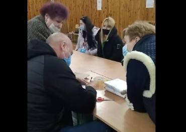 """В Ужгороді ОПОРА зафіксувала виборчі протоколи з """"майбуття"""""""