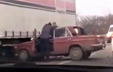 """Как безумно """"обнялись"""" в Мукачево два автомобиля"""