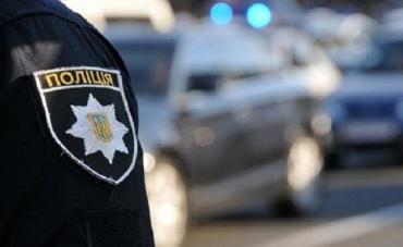 Неизвестный напал на жительницу Мукачево и ограбил ее!