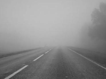Штормове попередження. На дорогах Закарпаття — сніг, туман, ожеледиця!
