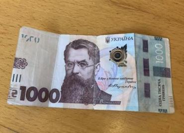 """У Мукачеві в грошовому обігу """"ходять"""" фальшиві банкноти номіналом у 1000 гривень"""