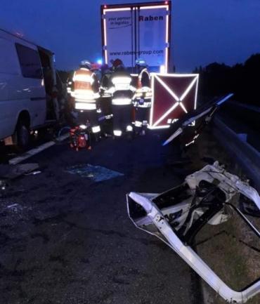 Смертельна аварія у Польщі: мікрик із 7-ма українцями врізався у фуру