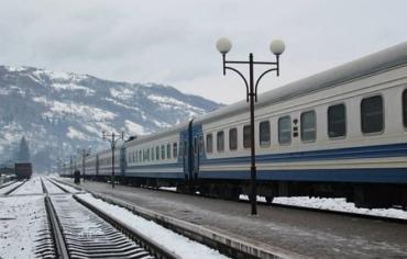 """Чесний провідник карпатського потягу повернув пасажиру """"багаж"""" із майже 20 тисяч """"зелених""""!"""