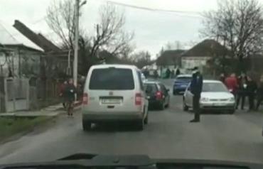 Ребенок попал под колеса легковушки в Закарпатье
