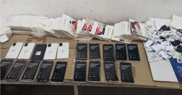 """Іномарка на українсько-угорському кордоні приховувала купу мобільних """"подарунків"""""""