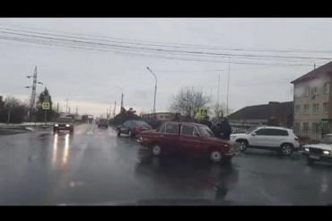 В Закарпатье на трассе не смогли разъехаться с миром две легковушки