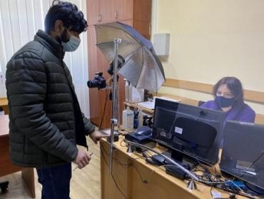 Как в Ужгороде студенты-иностранцы получают украинские документы