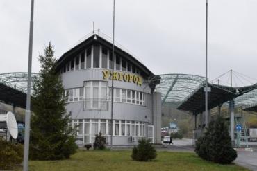 Чужоземець за хабар спробував потрапити на автівці зі Словаччини на територію Закарпаття