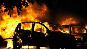 """""""Ночные поджигатели"""" в Ужгороде напали на припаркованные легковушки!"""