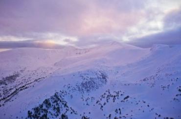 На закарпатському Драгобраті висота снігу подолала відмітку в 107 сантиметрів!