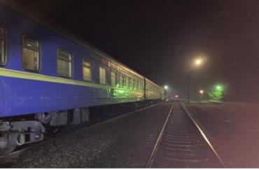 Жінка-самогубиця кинулася під потяг на Ужгород!