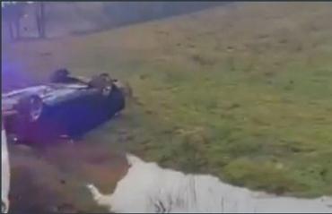 Просто жуть! В Закарпатье иномарку вынесло с дороги и опрокинуло на крыш