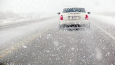 Сніг та ожеледь! Водіїв-українців закликають утриматись від подорожей автомобілями!