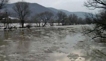 Потужні опади стали причиною річкових паводків на Закарпатті
