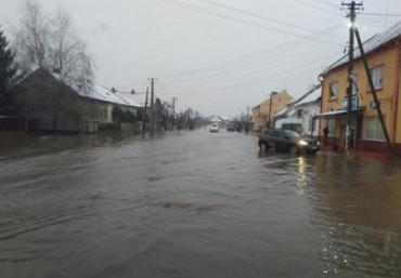 """В Закарпатье города и села уходят """"под воду"""""""
