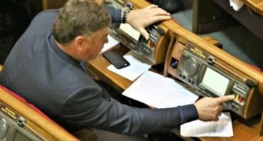 """""""Кнопкодав"""" із Закарпаття став першим нардепом, який підпав під дію Закону про криміналізацію неособистого голосування"""