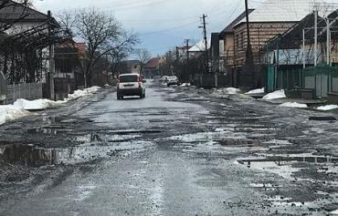Населення Закарпаття перекриває автошляхи через жахливе бездоріжжя