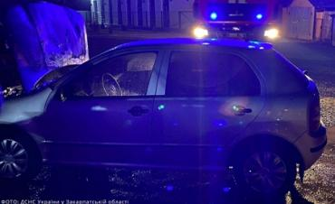 Автомобіль із водієм загорівся у місті на Закарпатті