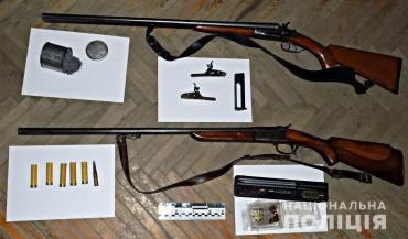 """Закарпаття. Поліцейські вилучили холодну та """"гарячу"""" зброю в мешканців Міжгірщини"""