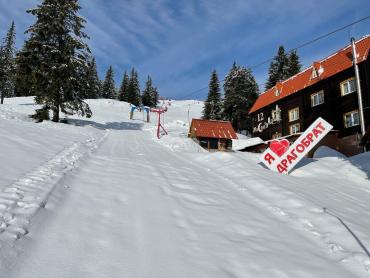 """Шел 144-й день зимы: Знаменитый курорт в Закарпатье продолжает """"делать"""" кассу даже в апреле"""