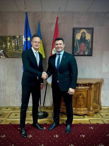 Куратор Закарпатья Тищенко засветился с министром Венгрии Сийярто