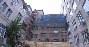 Битва за историю: В Ужгороде начали незаконную надстройку в модернистском квартале Малый Галагов