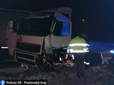 Смертельная авария в Словакии: Легковушка на полном ходу влетела в фуру
