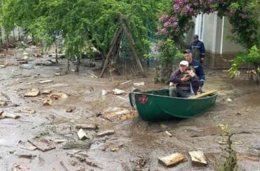 Потужна злива затопила район на Закарпатті: Замість вулиць стрімкі потоки