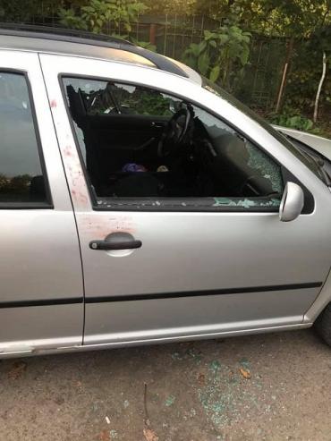 """В Ужгороде утро для автовладельца началось с неприятного """"сюрприза"""" - ночью вскрыли авто"""