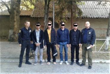 Как у себя дома: В Ужгороде в рамках спецоперации задержали группу вьетнамцев без документов