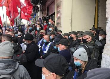 В Киеве проходит суд по запрету партии Шария - нагнали кучу полиции, силовиков