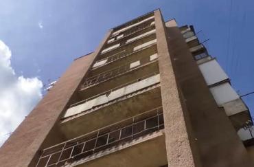 В областном центре Закарпатья с 9-го этажа выпал человек: Погибший на балконе был не один