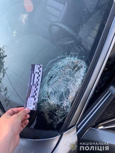В Закарпатті поліція вирахувала негідника на BMW, який збив пішохода та втік