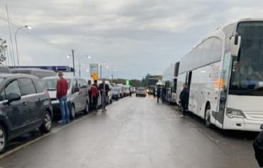 В Закарпатье на границе один из пунктов пропуска сильно загружен