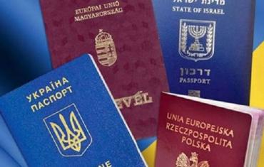 Двойное гражданство: Чем рискуют украинцы с несколькими паспортами