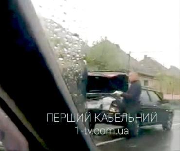 """Утренняя авария в Закарпатье: В Мукачево не поделили дорогу """"девятка"""" и Skoda"""