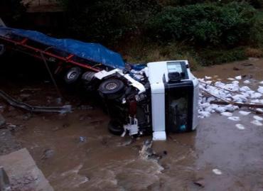 Смертельное ДТП в Закарпатье: Фура слетела с моста в реку