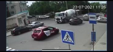 В Ужгороде водителя, расплескавшего бетон на улице, вычислили по видеокамерам
