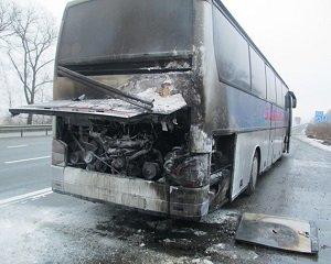 """На трасі """"Київ-Чоп"""" на ходу загорівся автобус з пасажирами"""