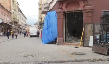 В Ужгороді відбувається масове нагромадження будівельного факапу