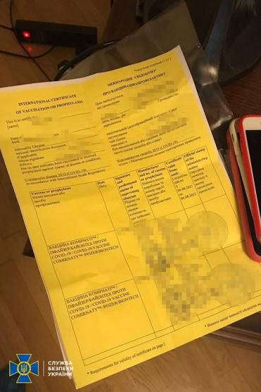 В Черновцах накрыли канал трудоустройства заробитчан с фальшивыми COVID-документами
