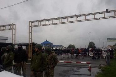 Бунт на границе с Венгрией в Закарпатье: Почему перевозчики заблокировали КПП Тиса