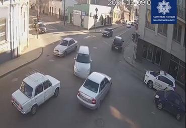 """В Ужгороді """"розумник"""" всіляко намагався відкупитися від поліції: Остання витівка їх збісила"""