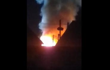 В Закарпатье масштабный пожар охватил хустскую металлобазу